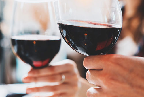 10 Amazing Health, Skin and Hair Benefits of Red Wine
