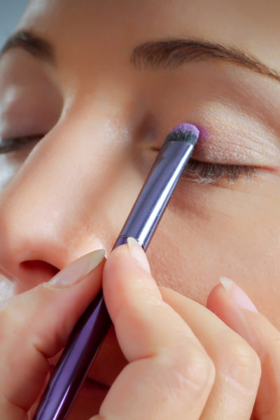 A Step By Step Guide for Applying an Eye Shadow